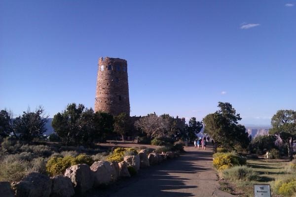 Llegando a la Torre de Vigilancia Desert View