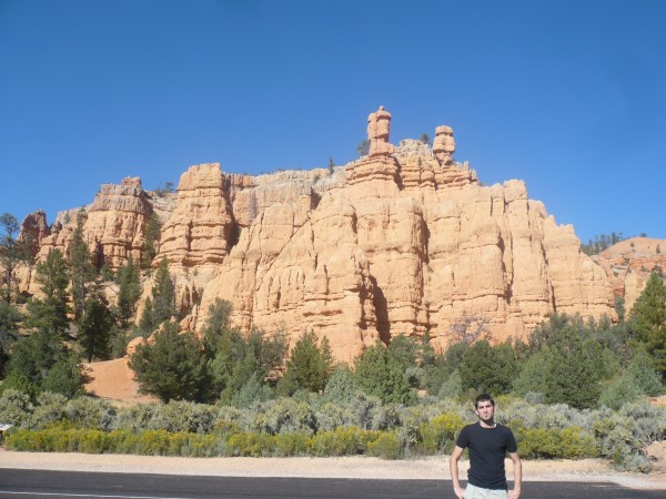 En frente del Pink Ledges Trail, Red Canyon