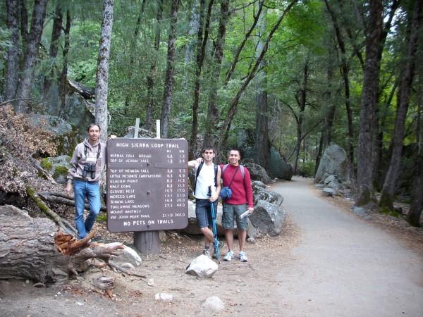 Los 3 mosqueteros comenzando el Mist Trail