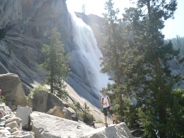 Al pie de Nevada Falls
