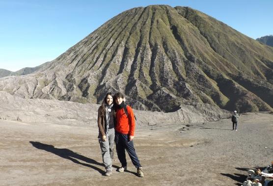 Los 2 con el monto Batok al fondo