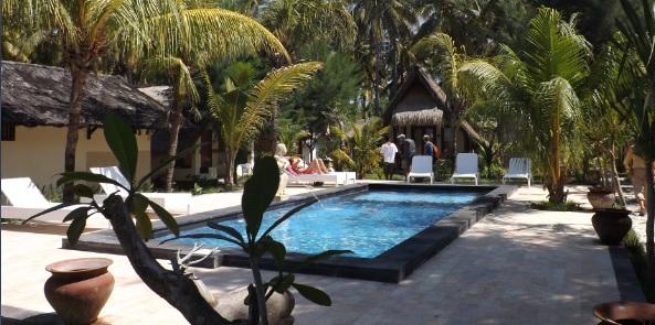 Vistas de la piscina del  hotel Si Pitung Village