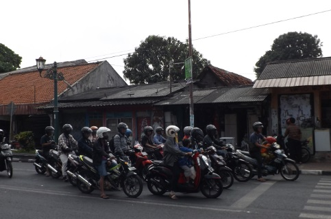 Todo el mundo se mueve en moto en Yogyakarta