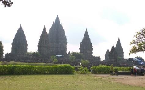 Vistas de Prambanan nada más entrar en el recinto