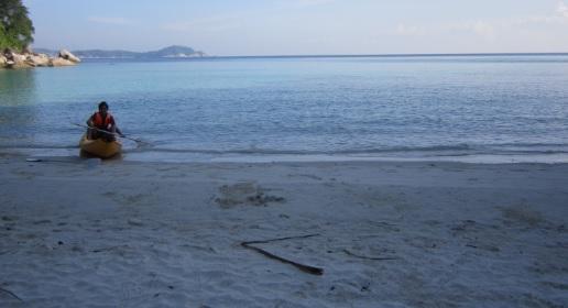 Primera parada en nuestro kayak, cerca de Turtle Beach, playa para nosotros solos