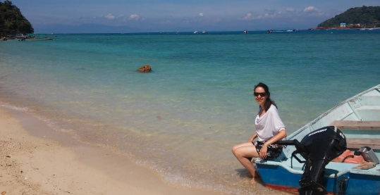 Agua cristalina enfrente del Coral View Resort