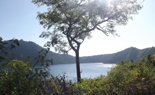 Lago en el interior de la isla de Satonda