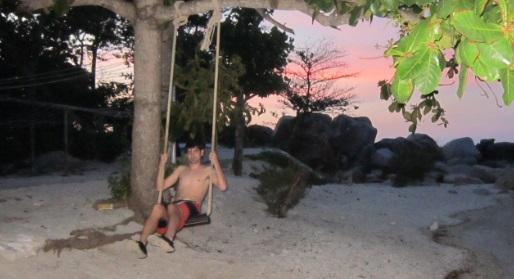 Columpiándome antes del atardecer en Coral View