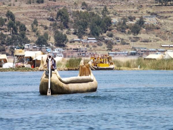 Preciosa imagen del Lago Titicaca en los Uros
