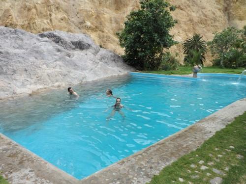 Mercedes en la piscina del Oasis