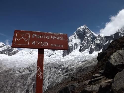 Punta Unión y de fondo el nevado Taulliraju