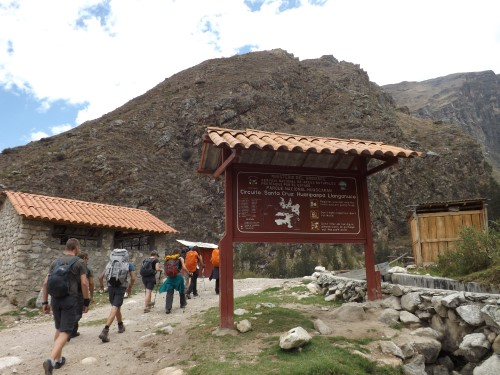 Señales informativas del trekking Santa Cruz