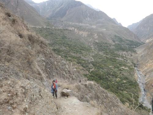 Pasando por debajo de Cosñirhua y Malata
