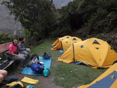 Tiendas de campaña ya montadas en nuestro campamento de Wayllabamba
