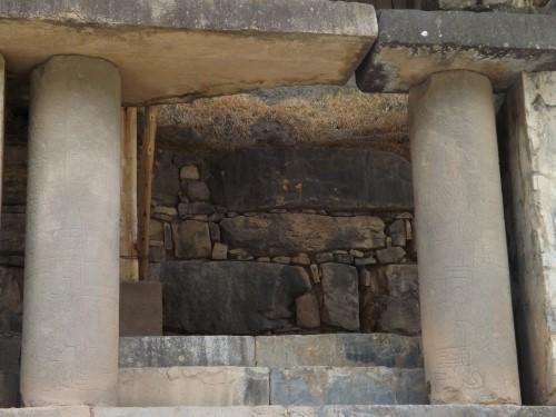 Columnas de entrada al templo