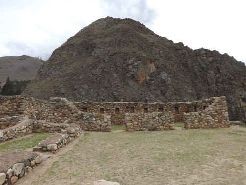 Se aprecian los nichos trapezoidales, típicos incas