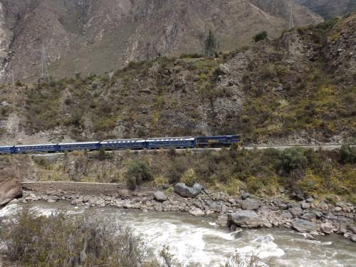 El tren a su paso por el Camino Inka, cerca del km 82