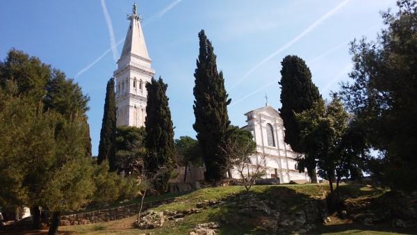 Vistas de la torre y la Basílica de Santa Eufemia