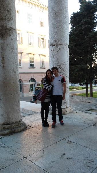 Nosotros dentro del templo de Augusto