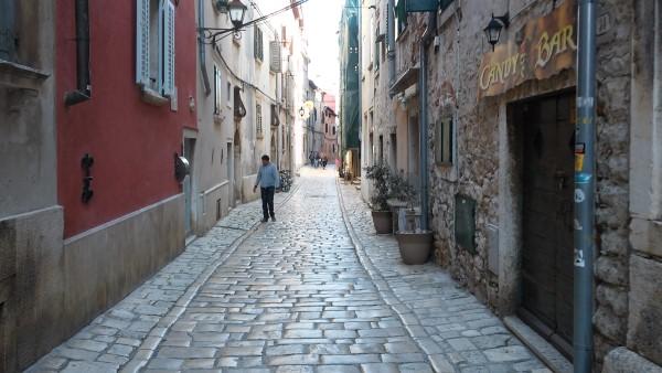 Típica calle empedrada del casco antiguo