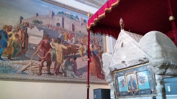 Las reliquias de Santa Eufemia se conservan en un sarcófago romano