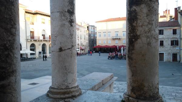 Plaza principal desde el templo de Augusto