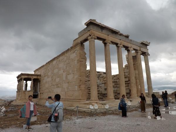 Entrada al naos de Atenea y las Cariátides, Erecteón