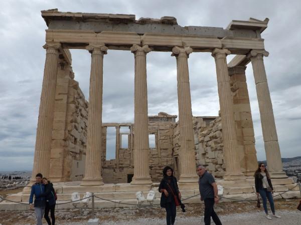 Entrada al naos de Atenea, Erecteón