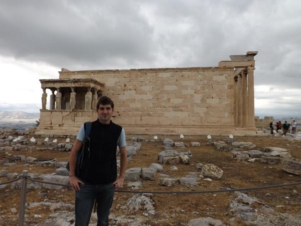 Yo con las Cariátides en el Templo de Erecteón