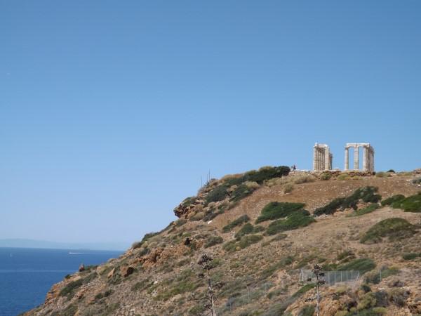 Templo de Poseidon y el mar donde se arrojó Egeo