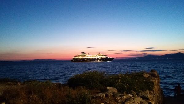 Algunos de los cruceros que hacen parada en Mykonos