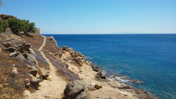 De camino a la playa Paradise desde la playa Paraga