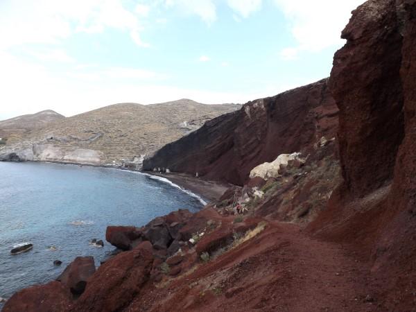 El camino para llegar a la playa Roja