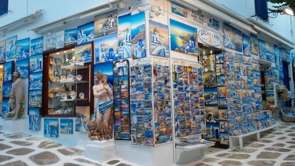 Colorida tienda dentro de Mykonos Town