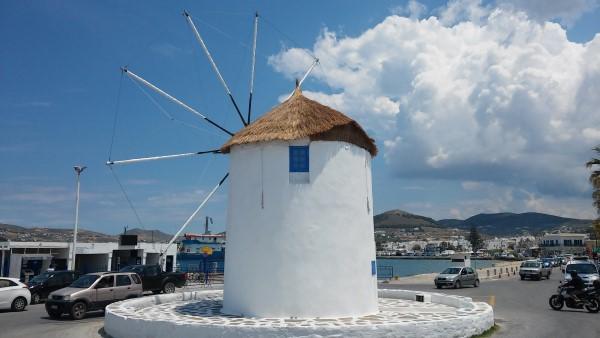 Uno de los molinos del puerto de Parikia